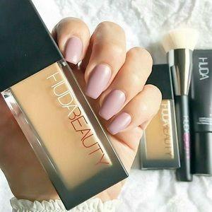 Huda beauty foundation -NEW